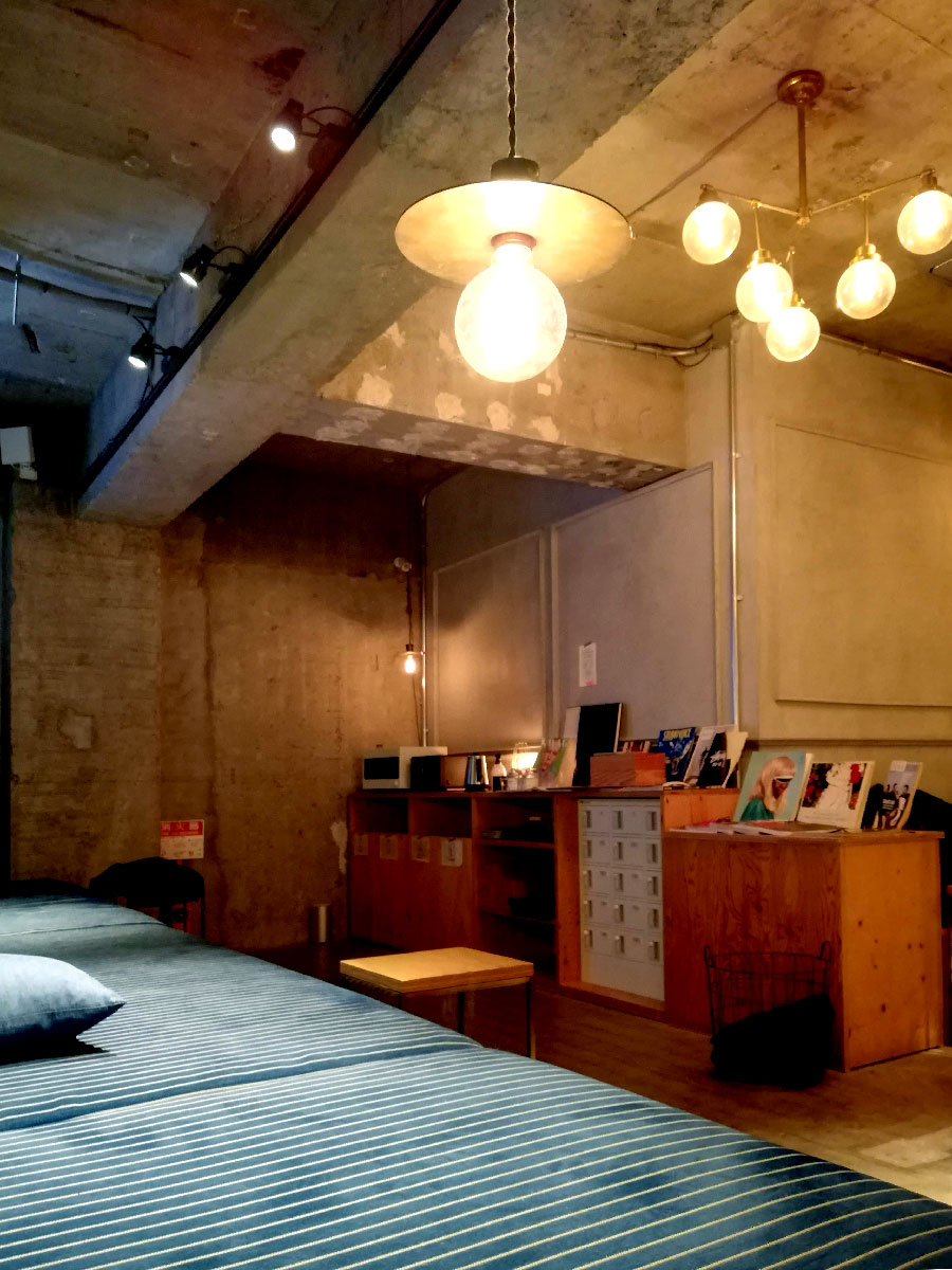 BOOK AND BED TOKYO 池袋 内装 ソファー